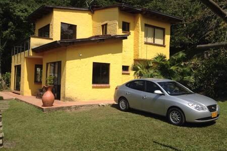 Casa amoblada la Vega con terreno - Kisház