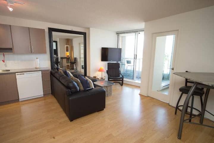 Tinseltown Apartment