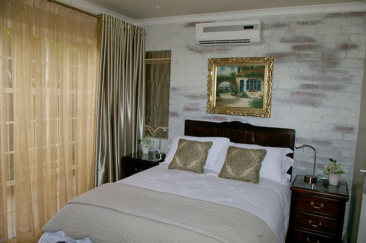 Anne's Place Potchefstroom Deluxe double room