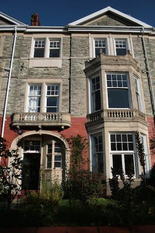 Beautiful Victorian Villa (2) - Newport - Bed & Breakfast