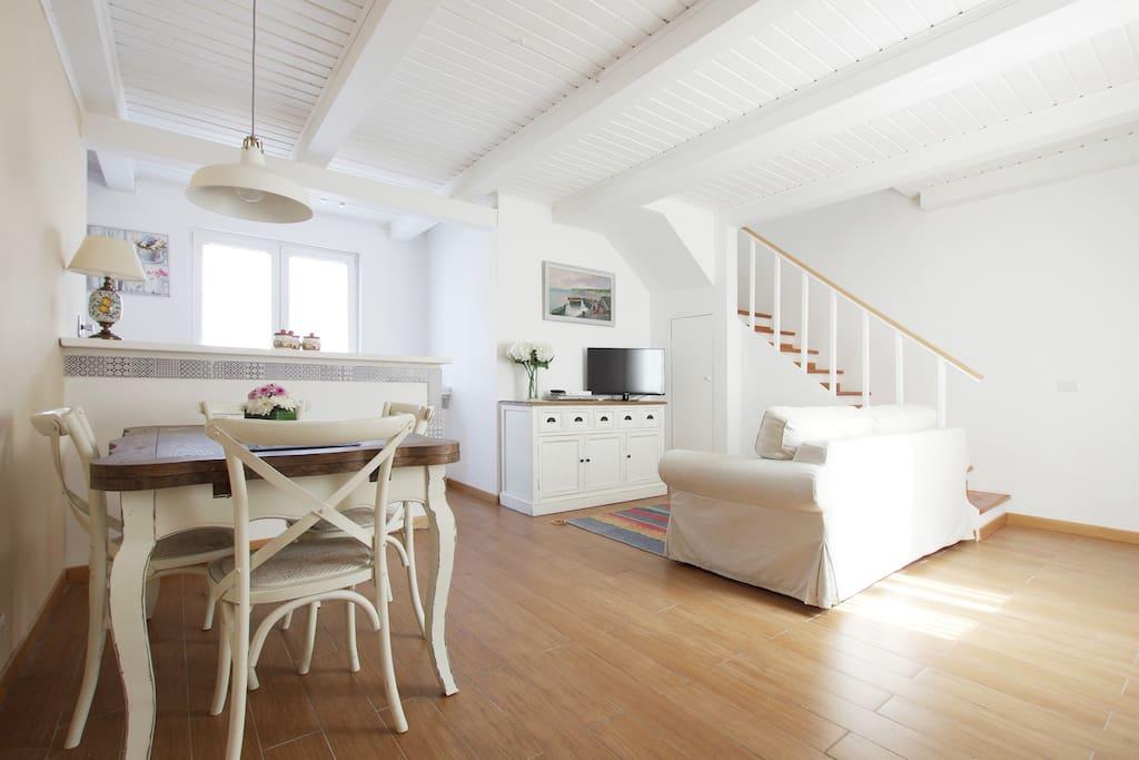 graziosa casa indipendente 2 piani case in affitto a