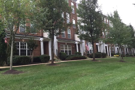 Town House Style Condo one Bedroom - Aldie