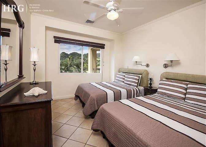 2 full beds bedroom