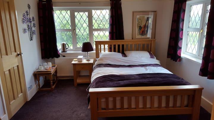 Large bedroom with en suite shower-room