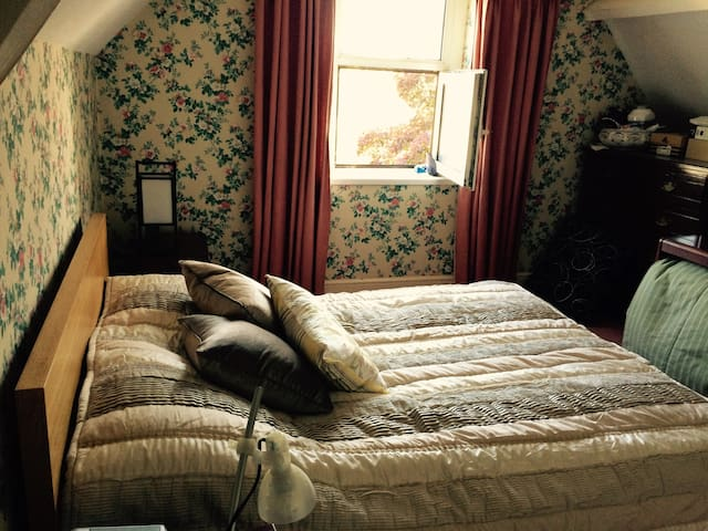 Comfortable double north Cardiff - Cardiff - Bed & Breakfast