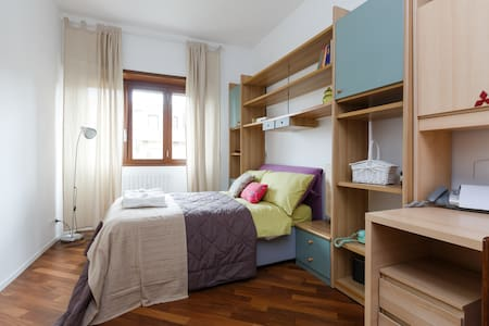 Cozy room in modern apartment! - Roma