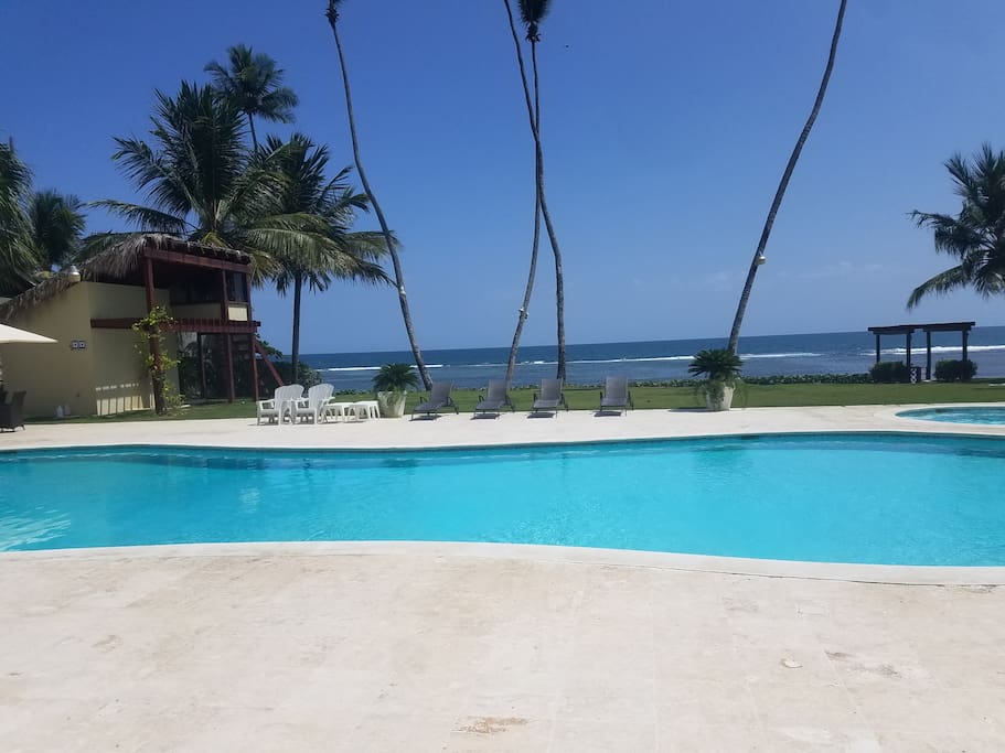 Beautiful and quite pool and jacuzzi with private beach front