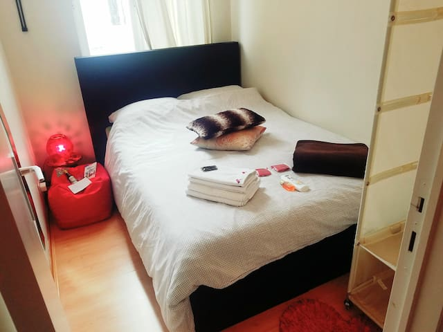 Quiet & cosy room next to CityCenter & trendy area