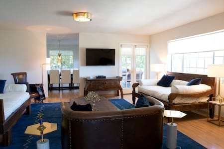SLEEPS 7 BETWEEN MALIBU & HOLLYWOOD