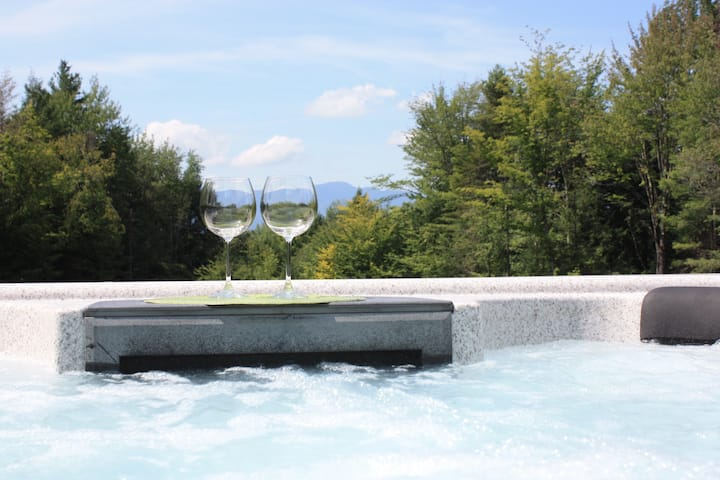 Hot Tub, Stunning Views. King and Queen Beds