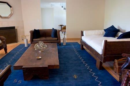 SLEEPS 6 BETWEEN MALIBU & HOLLYWOOD - Calabasas - House