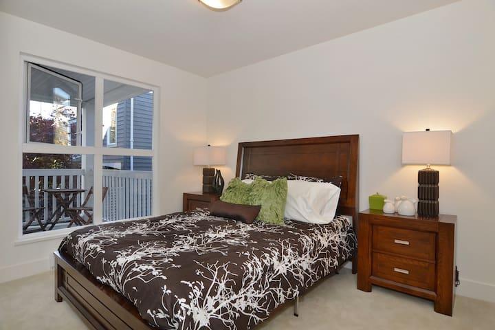 Queen Bedroom Kitsilano Beach - Vancouver - Apartment