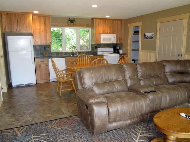 Oak built in 2015 large one bedroom - Park Rapids - Casa