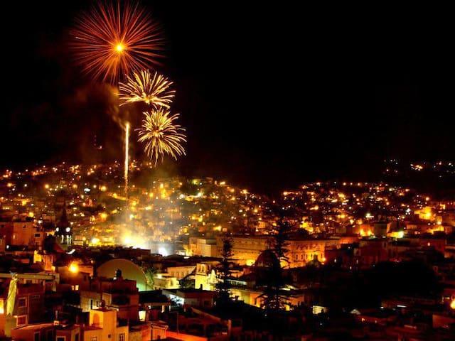 CASA ATRAS DEL CALLEJON DEL BESO EN GTO. CENTRO - Guanajuato - Hus