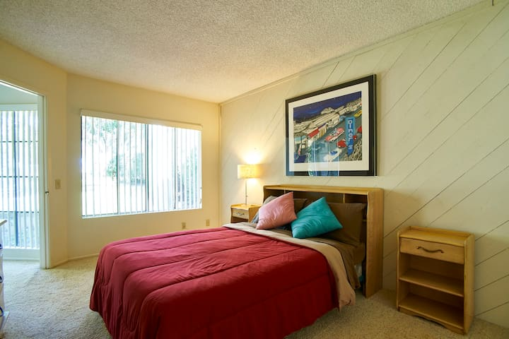 Sleeping Room with PRIVATE full bathtub and shower - Irvine - Condo