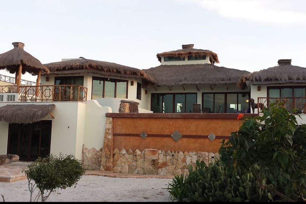 Looking at the casa from beach side