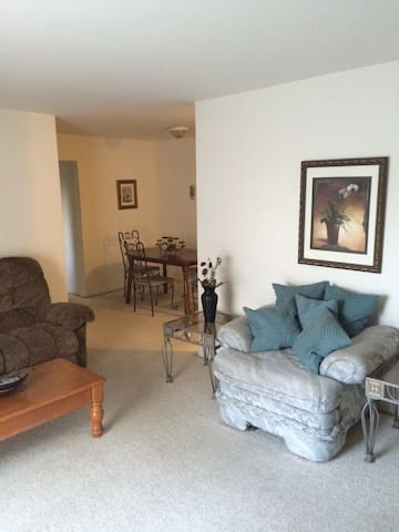 Charming Furnished 2 Bed Apartment - Allentown - Apartamento