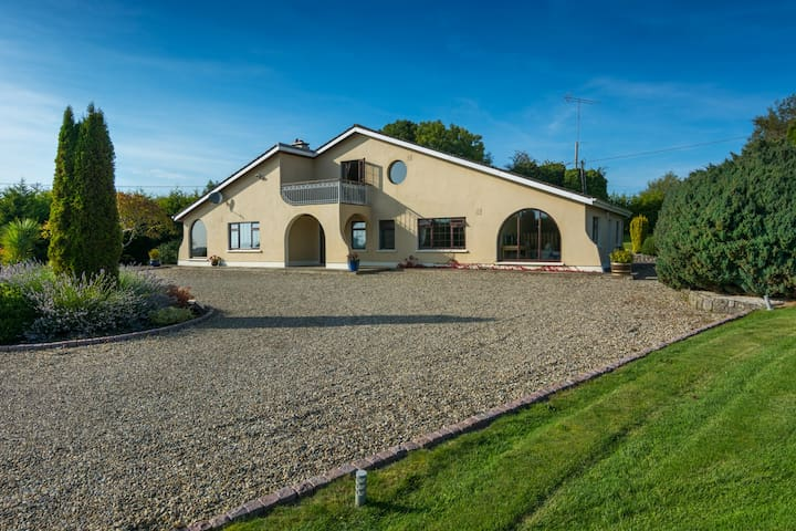 Beautiful family home in Glasson - Benown - Casa