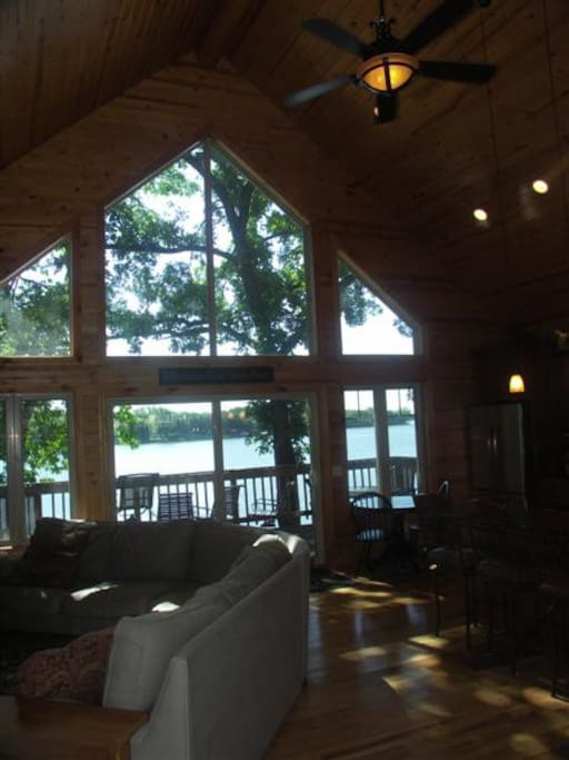 Panoramic views of the lake from everywhere.