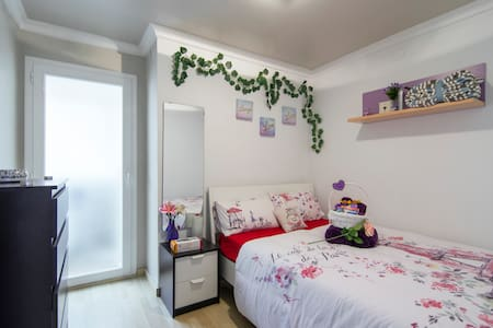 Lovely room with shower in BCN-READ - Barcelona