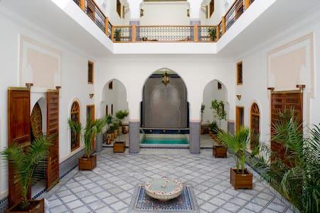 Riad Layali Fès. 6 suites & 2 rooms - Riyadh - Bed & Breakfast
