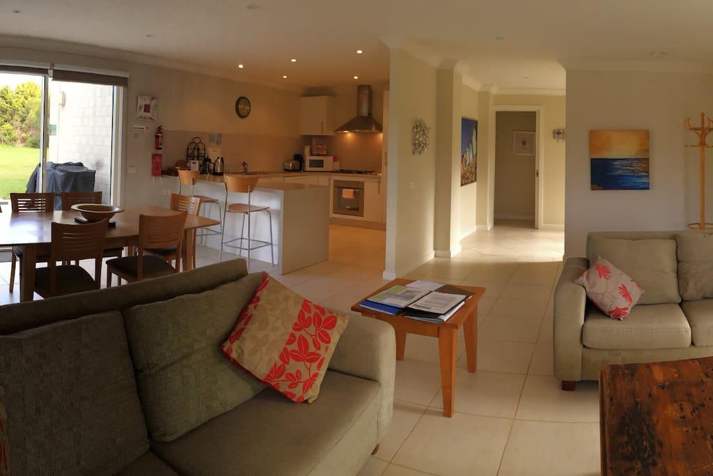 Large, modern, open plan living/dining/ kitchen.