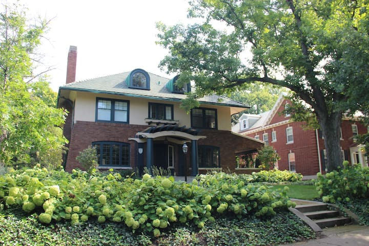 Spectacular Heritage Hill Home - Grand Rapids - Talo