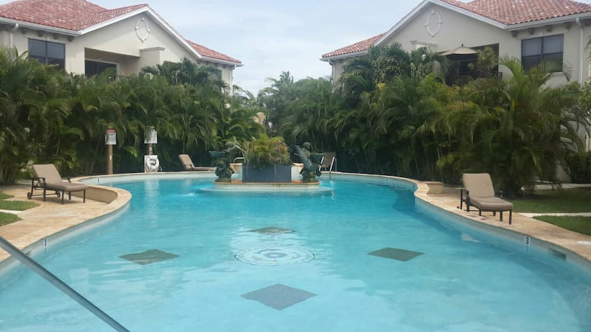 Luxurious Resort Living Apartment - George Town - Leilighet