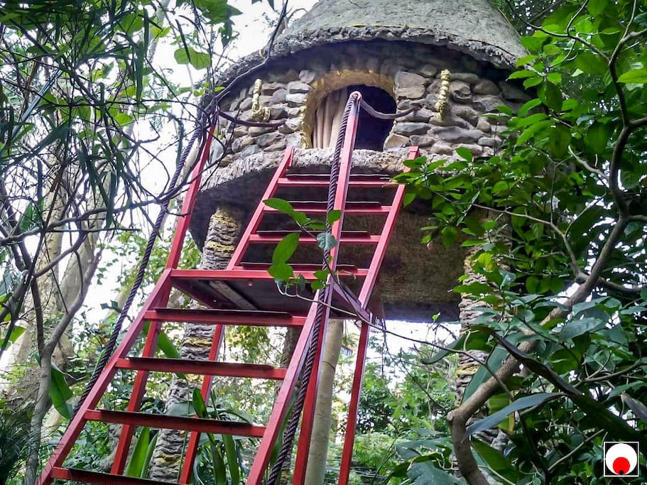 Tree House with Aircon in beautiful garden