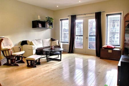 Lovely district, bright Apt - 3Br