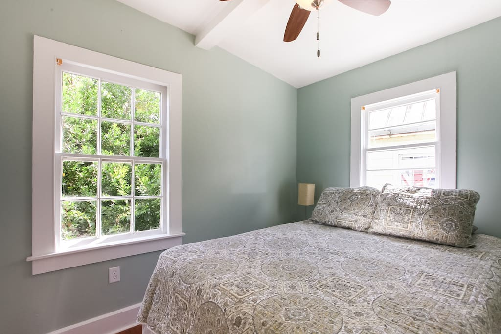 Queen bedroom #1 with brand new plush mattresses and 500 thread count sheets
