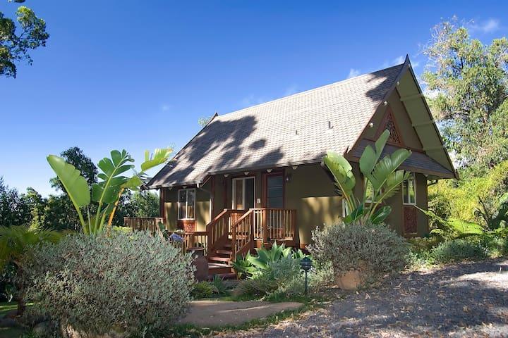 Thai Tree House, Maui Cottage