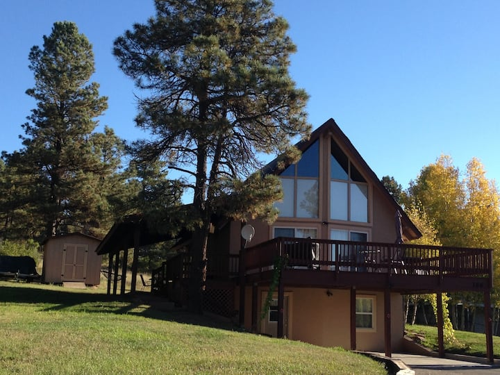 Restful Retreat, the Holiday House   (4bd/3ba)