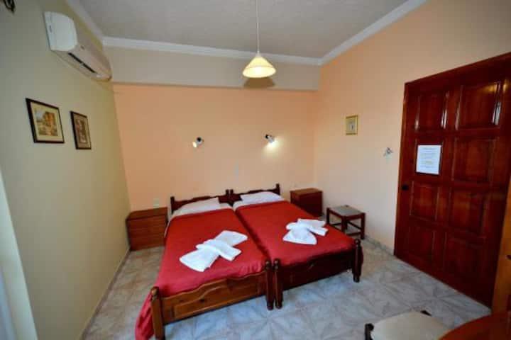 Family Bikakis Rooms & Apartments