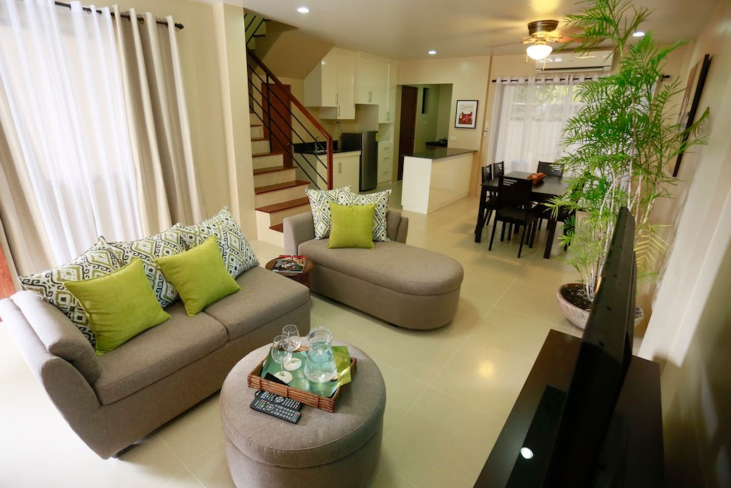 Spacious Living area with cable television and airconditioning