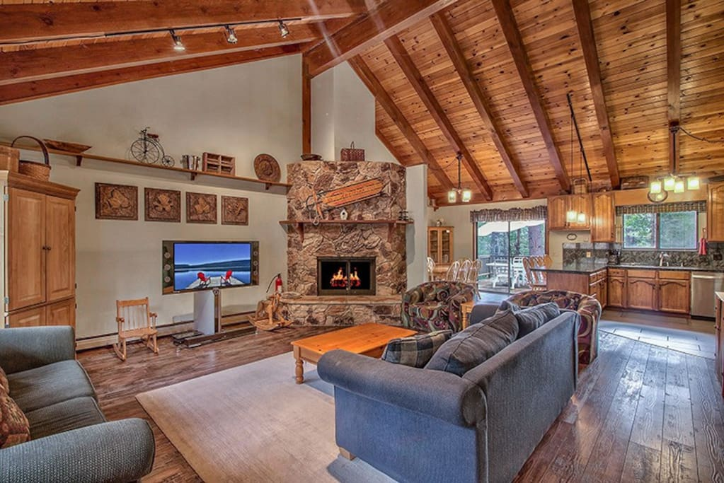 Open space concept on main level with soaring vaulted ceilings.