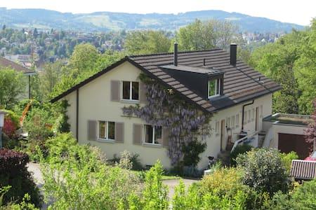 stadtnahes Haus am Waldrand - Saint Gallen - Rumah