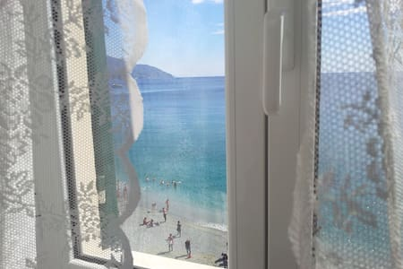 Marvelous room in front of the sea! - Monterosso Al Mare