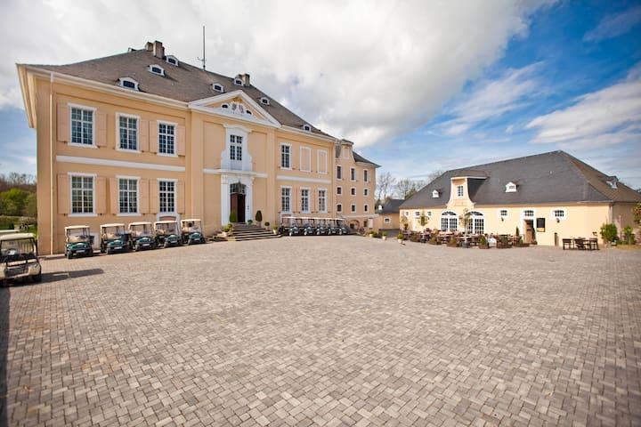 Traumsuite im Schloss Miel - Swisttal - Linna