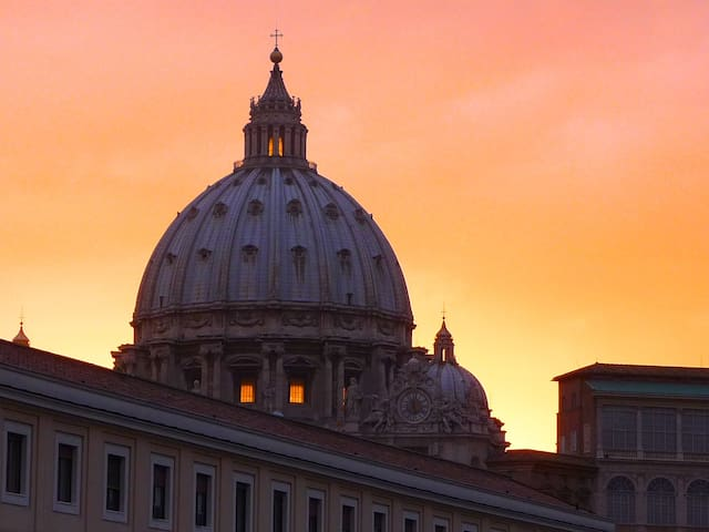 2-bedroom facing Vatican Dome!!!