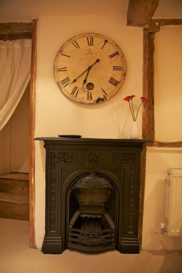 Fireplace Design fireplace clock : Mrs Muffin's Holiday Apartment - Flats for Rent in Ledbury ...