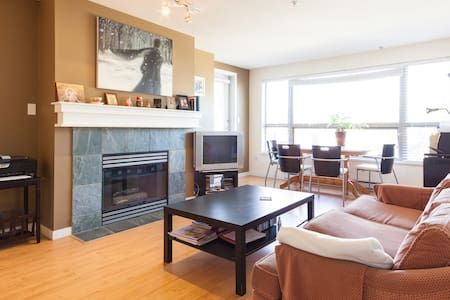 Great location in Kitsilano - only 4 blocks from beach and a few blocks from many grocery stores. Dishwasher, laundry in the suite (washer and drier). Nice balcony facing North Shore mountains. Secure building. Kitchen with microwave, oven, stove.