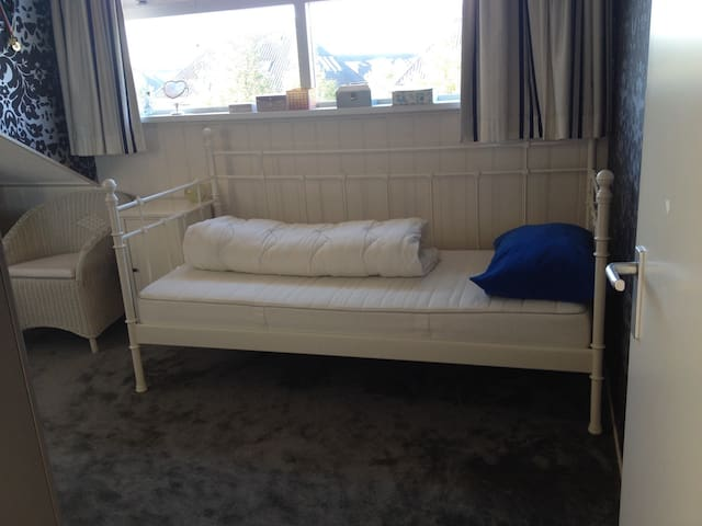 Comfy & comfort room for lady - Nieuw-Vennep - Aamiaismajoitus