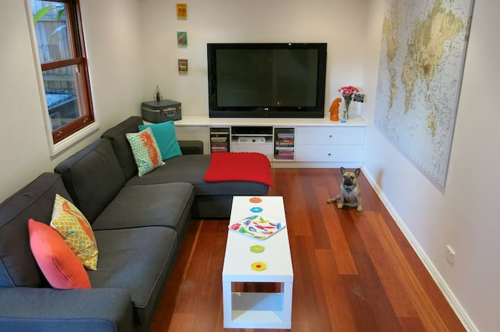 The Happiness BnB - Pet Friendly with Pool! - Norman Park - 家庭式旅館