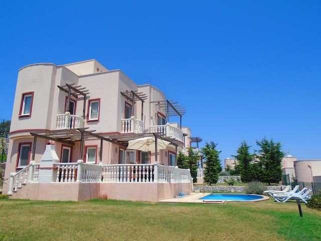 4 BEDROOM VILLA WITH PRIVATE POOL & LAKE VIEW - Bodrum - Villa