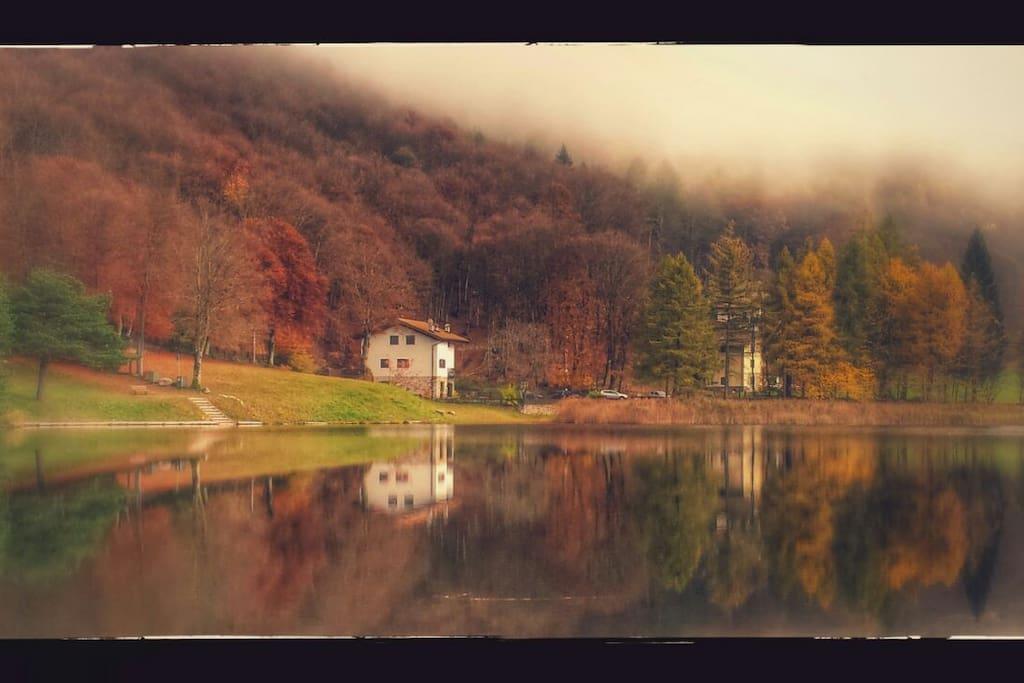 La casa in autunno