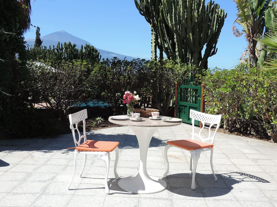 Private Terrasse mit Teideblick. Private Terrace with Teide views.