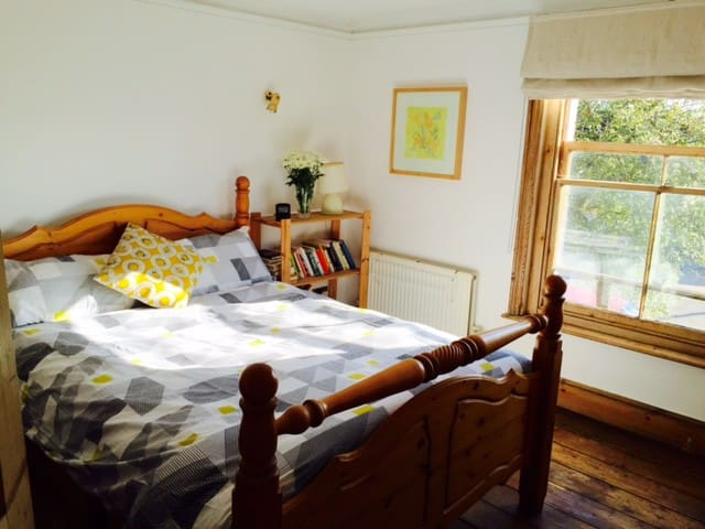 Double room in a cottage - Wivenhoe - Casa