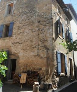 maison en pierre dans les corbières - Thézan-des-Corbières
