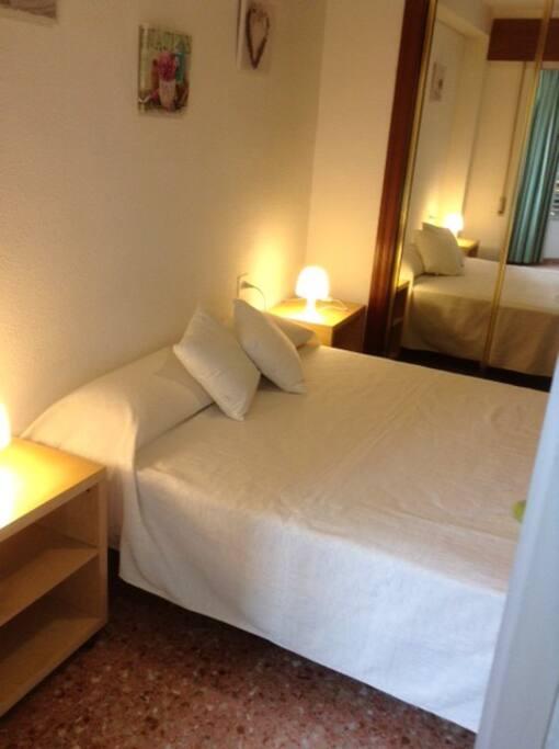 Dormitorio principal, con cama 1.50 y colchón nuevo viscoelástico.